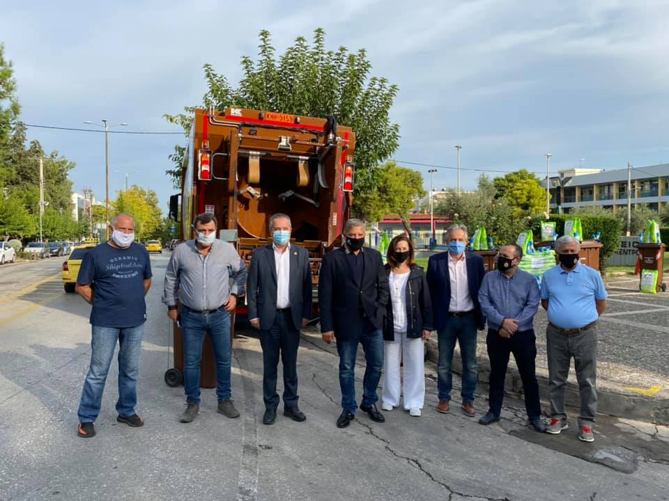 Δήμος Παπάγου – Χολαργού: Απορριμματοφόρο για την διαλογή βιοαποβλήτων και καφέ κάδοι από την περιφέρεια Αττικής
