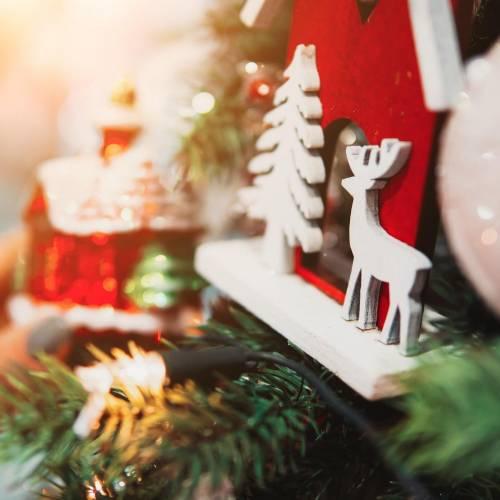 Ανοίγουν τα καταστήματα με χριστουγεννιάτικα είδη τη Δευτέρα