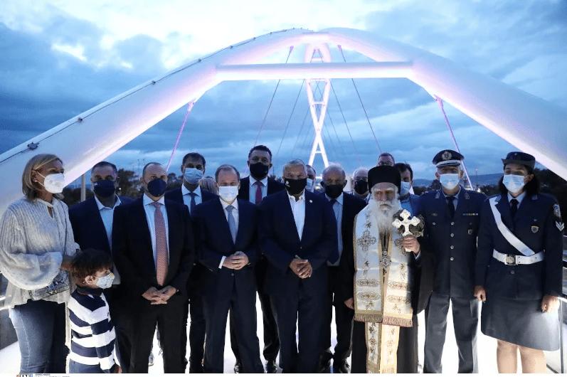Παραδόθηκε στο κοινό η νέα πεζογέφυρα στο Παλαιό Φάληρο – Καραμανλής και Πατούλης την εγκαινίασαν