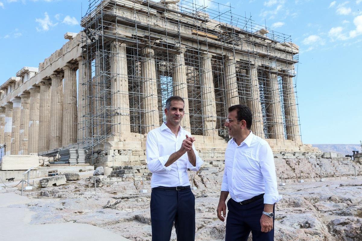 Στην Ακρόπολη ο Ιμάμογλου – Ξενάγηση στον αρχαιολογικό χώρο από τον Κώστα Μπακογιάννη (Εικόνες)